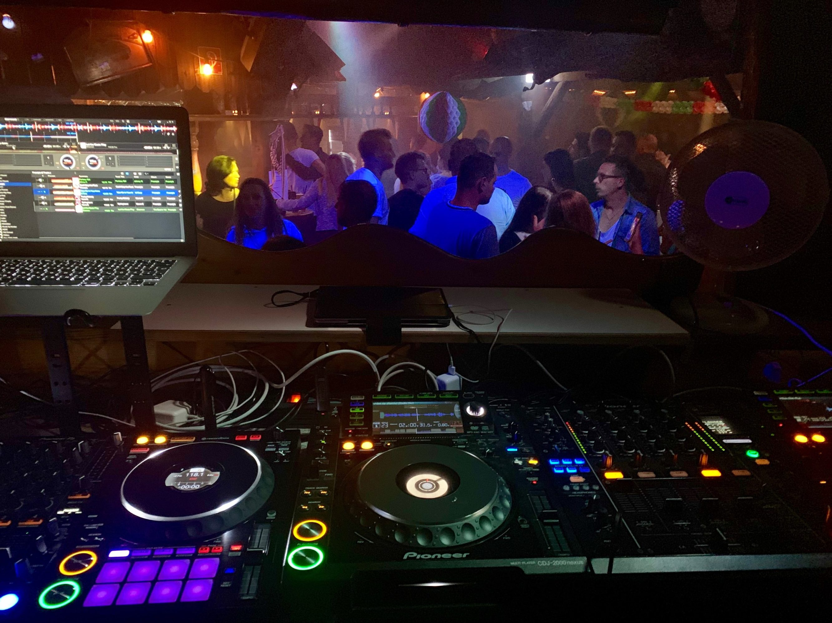 DJ Stuttgart, DJ Ludwigsburg, DJ Esslingen. Italienischer DJ für Club & Event