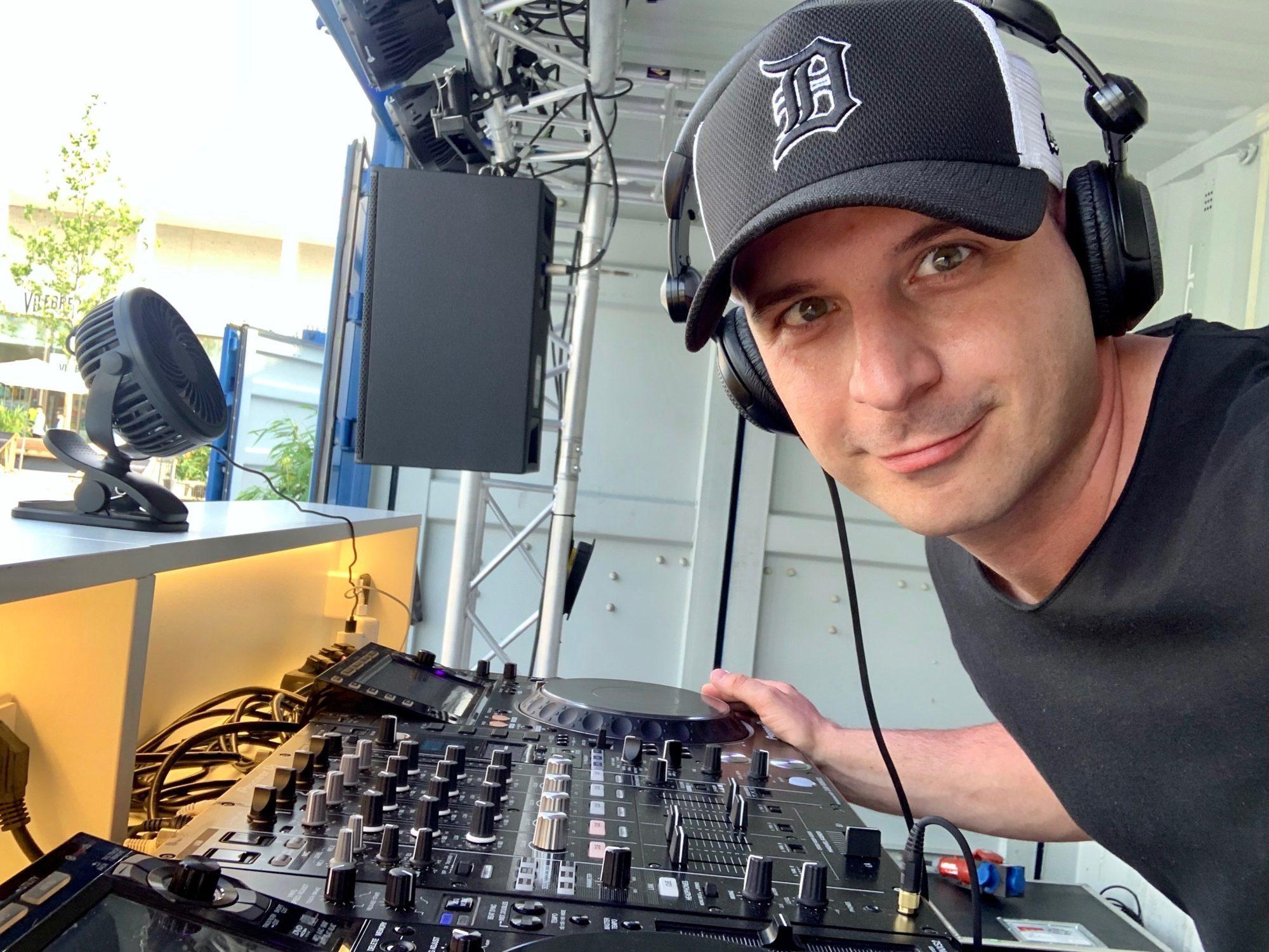 DJ für Events - DJ Stuttgart - DJ Esslingen - DJ Böblingen buchen.